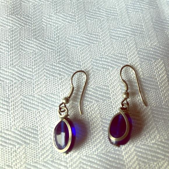 Jewelry - Blue dangling earrings